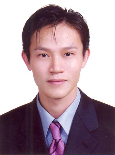 黃志雄(立)
